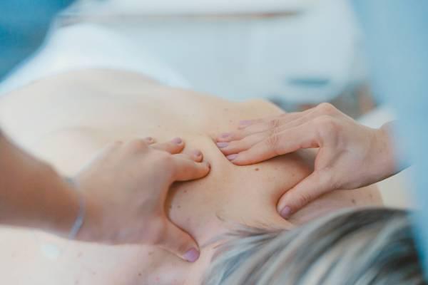 zoneterapi, healing, massage, laser, smerter, stress, gavekort, ørelys, klippekort, akupunktur, øre akupunktur, Hot stone massage